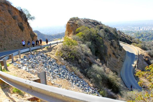 The path to the top wasn't a straight one, students hiked winding roads which would eventually lead to the Hollywood sign. Photo credit: Ana Rodriguez / Daily Sundial