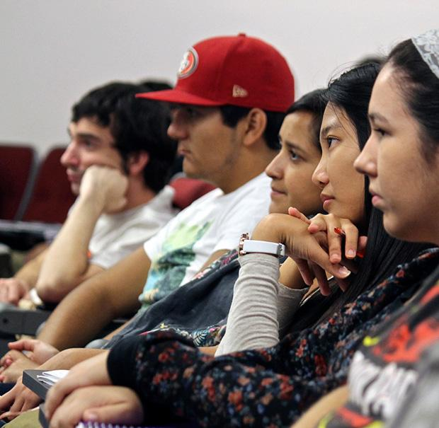 "CSUN students listen intently to Angelica McDaniel, the senior vice president of Daytime CBS Entertainment. ""Insights into the Making of a Really Great Career"" was held at Nordhoff Hall on Thursday. Photo credit: Lucas Esposito / Daily Sundial"