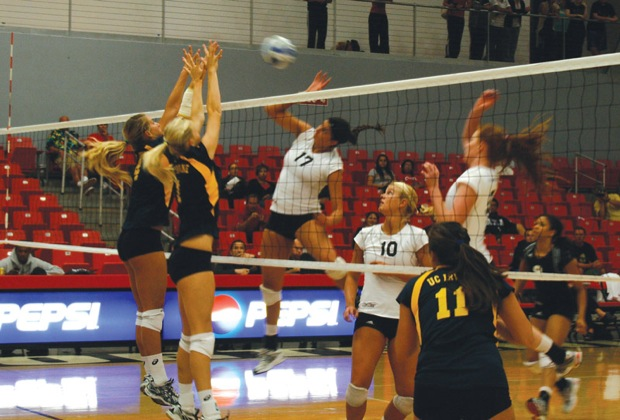 The Matadors, seen in last Wednesday's game against UC Irvine, lost in five sets to Cal Poly on Friday. Photo Credit: Alan Fassonaki / Sundial File Photo