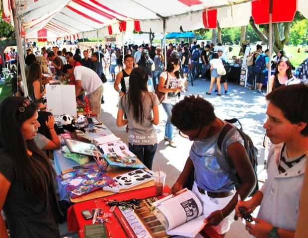 Matadors explore the diversity of organizations and clubs that CSUN has to offer during the Meet the Clubs fair. Armando Ruiz/ Staff Photographer