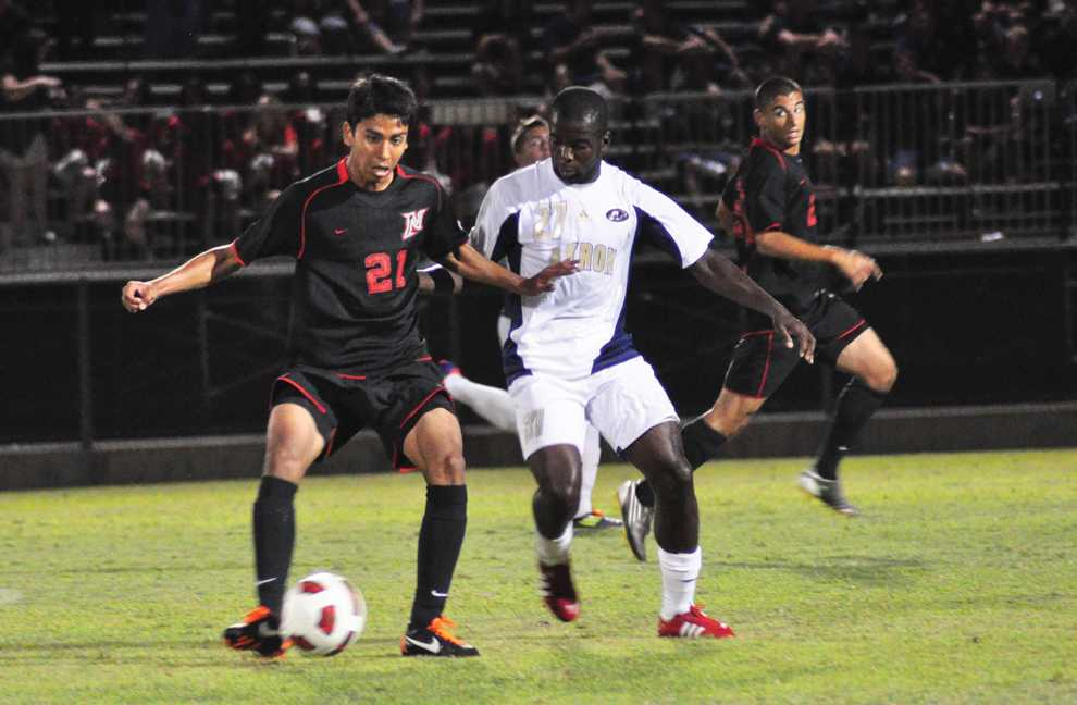 Following a three-game road trip, Carlos Benavides (21) and the Matadors will host two games this weekend. Monique Muniz / Daily Sundial