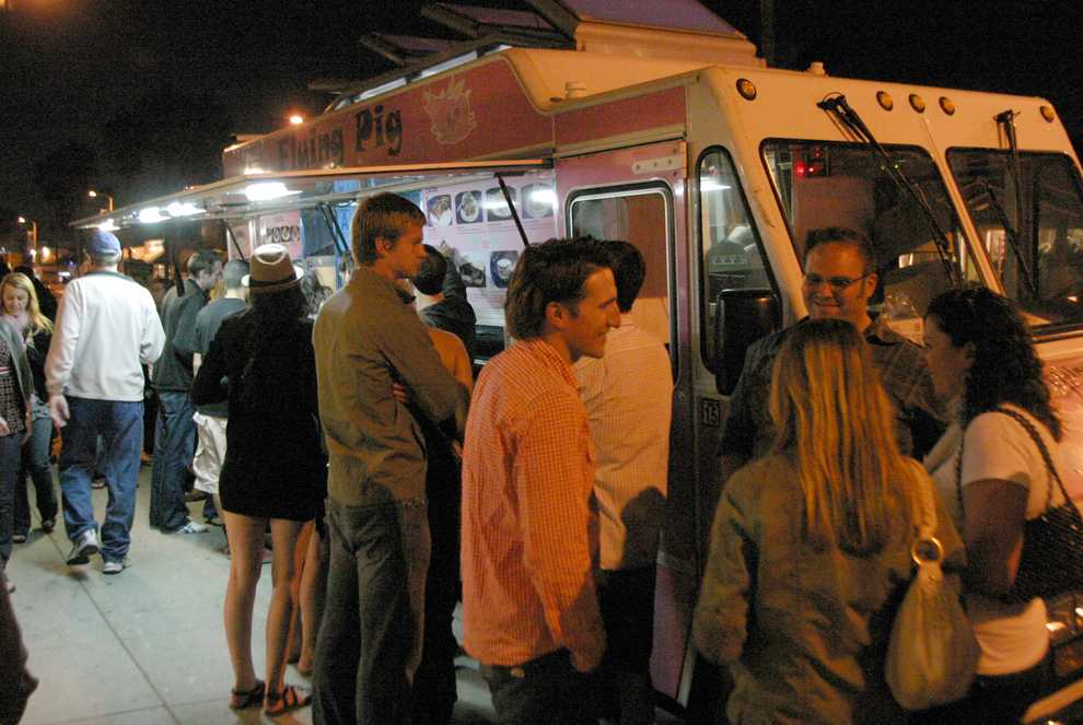 People wait in line for the Flying Pig Food Truck on Abbot Kinney Blvd, Friday, September 2. Hansook Oh / Daily Sundial