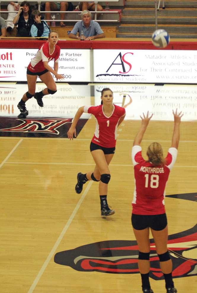 Freshman+middle+blocker+Casey+Hinger+leads+CSUN+in+blocks+with+66.+Photo+Credit%3A+Simon+Gambaryan+%2F+Daily+Sundial