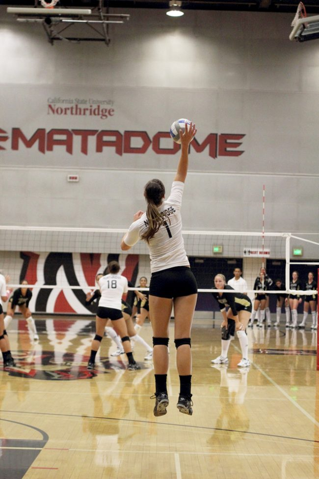 W-Vball: Matadors seek to keep pace atop Big West, on the road at Pacific, Davis