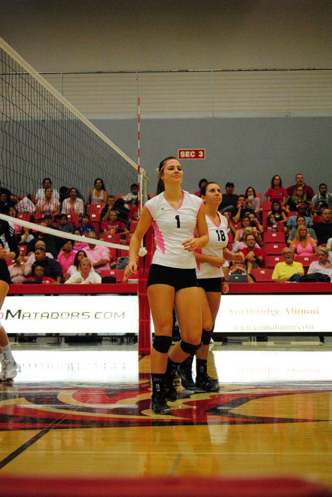 W-Vball: Matadors avoid collapse with strong fifth set, beat pesky Highlanders