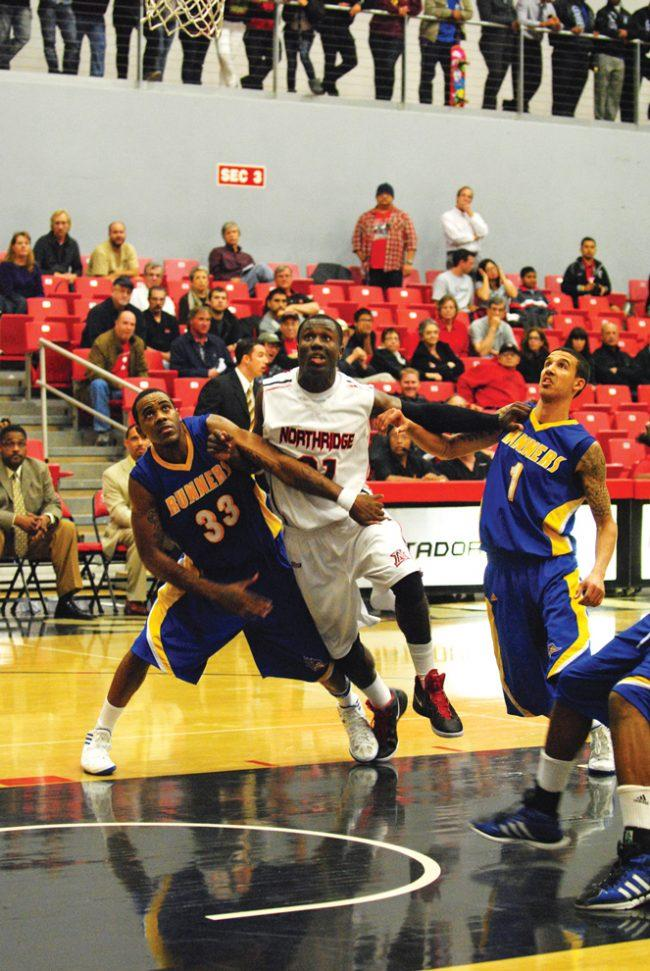 M-Bball: Maxwell's impressive debut not enough as CSUB edges CSUN
