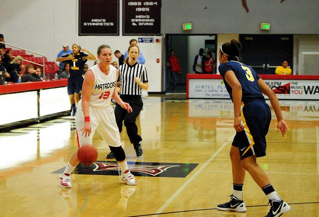 Kaitlyn+Petersen+scored+a+team-high+17+points+to+lift+the+Matadors+to+a+48-47+win+over+West+Virginia+Saturday+night+at+the+Matadome.+Photo+Credit%3A+Andres+Aguila+%2F+Daily+Sundial