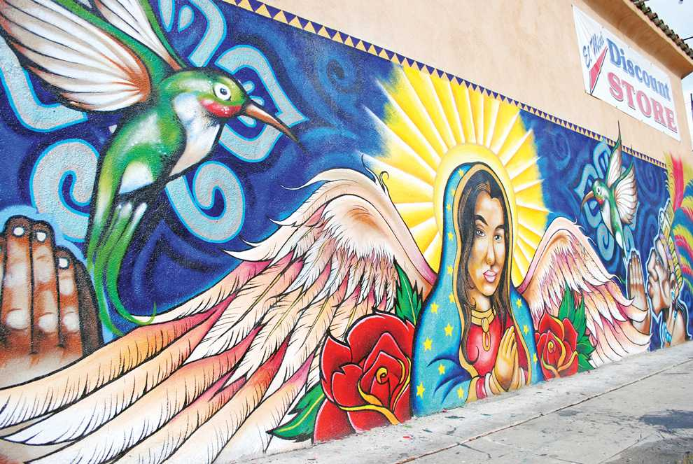 The+Los+Angeles+City+Council+has+decided+to+revise+the+current+law+on+murals+to+allow+more+freedom+to+those+who+wish+to+have+a+mural+on+their+private+property.+A+colorful+mural+occupies+the+side+wall+of+Juan+M.%27s+El+Mini+Discount+Store%2FT-Shirt+Spot.+He+say%27s+it+has+been+up+for+the+past+year+and+has+not+had+any+problems+with+the+city+or+taggers+that+would+always+write+on+the+wall+on+a+daily+basis.+Photo+Credit%3A+Andres+Aguila+%2F+Daily+Sundial