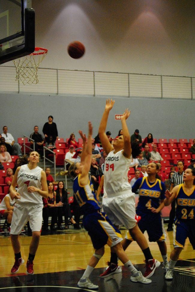 Women's basketball: Erving's double-double leads the Matadors to a comeback win at Riverside