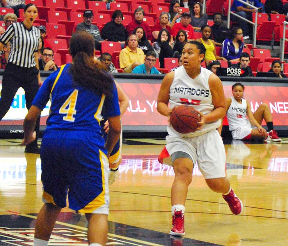 Forward Jessica Duarte and the Matadors face UC Riverside and UC Irvine on the road in hopes to keep first place. Photo Credit: Andres Aguila / Senior Photographer