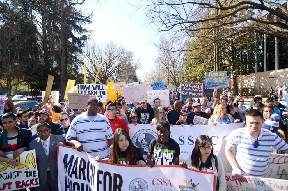 10,000 students and supporters fill Sacramento for higher education rally