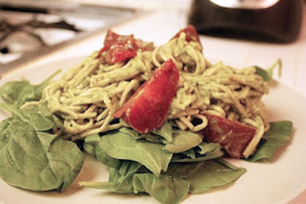 Creamy+pesto+mint+soba+noodle+pasta+served+on+spinach+and+topped+with+heirloom+tomatoes.+Photo+credit%3A+Jessica+Jewell+%2F+Daily+Sundial