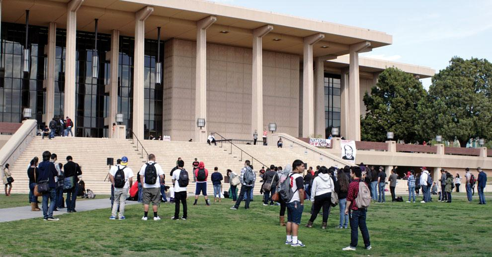 Protesters+gathered+in+front+of+the+Oviatt+Library+on+Thursday%2C+March+1+to+protest+the+budget+cuts+the+CSU+schools+have+undergone.+Photo+credit%3A+Farah+Yacoub+%2F+Daily+Sundial