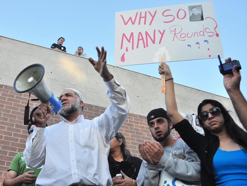 Imam+Omar+Jubran+addresses+a+crowd+of+community+members+protesting+outside+the+Devonshire+LAPD+department+seeking+justice+for+the+shooting+of+19-year-old+Abdul+Arian.++Police+watched+from+the+roof+of+the+department+on+Monday.+Photo+credit%3A+Ken+Scarboro+%2F+Editor+in+chief