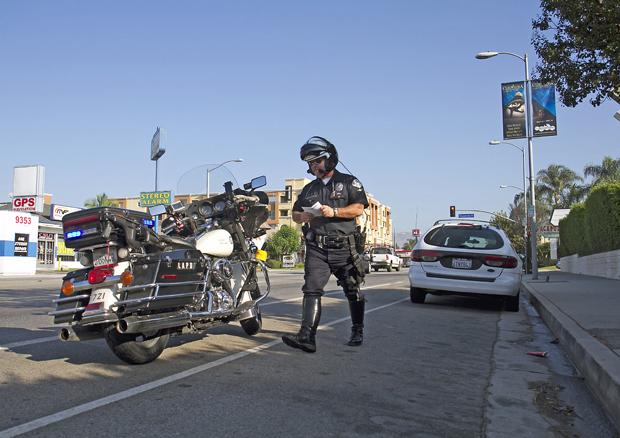 LAPD officer Troy Williams pulls over a driver on the corner of Reseda and Plummer, increased traffic accidents have prompted an increased police presence near the campus. Photo credit: Charlie Kaijo / Assistant Photo Editor