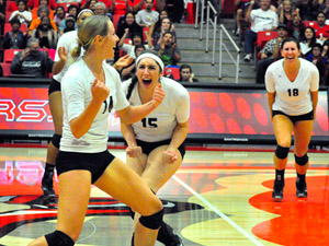 Women's Volleyball: Hinger leads CSUN over Titans