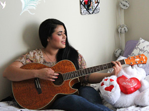 Songstress seeks out solo success