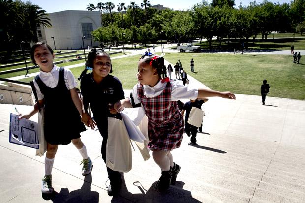 Third graders from the Wisdom Academy for Young Scientists head to the Education building for an introduction on Sociology. CSUN alumni, Kaylie Gomez, took her students to tour the campus on Wednesday. Charlie Kaijo / Senior Photographer