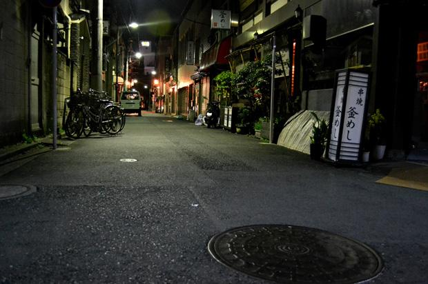 Strict trash and recycling regulations leave this empty alleyway so clean that no one would know thousands had walked the street earlier that day.  One can even hear the echoing laughs of business men and women at a bar in the distance. Photo credit: John Saringo-Rodriguez / Daily Sundial