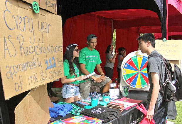 During the A.S Fair, visitors obtained valuable information about the campus recycling program and other important issues. The A.S Fair took place at the bookstore lawn, Aug. 27. Photo Credit: Lucas Esposito / Daily Sundial