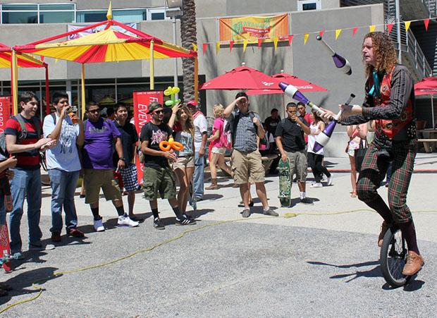 The circus-themed Matafest brought hundreds of students to the USU for food, games, and entertainment. Many CSUN groups had informational booths lined up at the Plaza Del Sol on Aug. 29. Ana Rodriguez / Daily Sundial