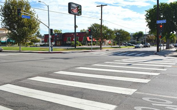 A new traffic light was installed at the intersection of Reseda Boulevard and Dearborn Avenue on Aug. 20.  Once a high-risk intersection, students may now cross the street safely. Photo credit: John Saringo-Rodriguez / Photo Editor