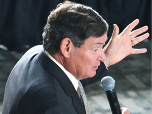 CSU Chancellor White speaks at A.S. meeting