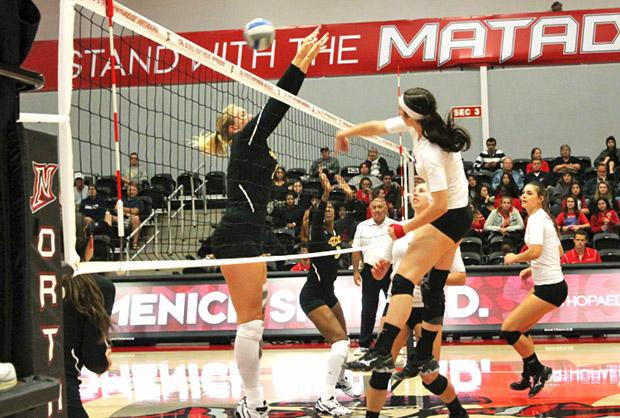 The Matadors have now won four and row, losing only one out of their last 13 sets. Photo credit: Abigaelle Levray / Daily Sundial