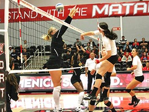 Women's Volleyball: Matadors overcome sluggish start to defeat Long Beach State in four sets