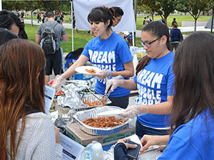 'Beat the Blues' volunteers distribute information, free tacos to students