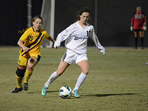 Women's Soccer: Matadors end season with 2-0 loss against Hawaii
