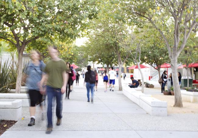 Students+rush+around+the+campus+during+the+first+week+of+school+to+attend+classes%2C+buy+books+and+visit+the+Student+Recreation+Center.+CSUN+does+not+usually+enroll+a+large+number+of+students+in+the+spring+semester+compared+to+the+fall%2C+which+had+the+largest+number+of+freshman+in+the+campus%27+history.+%28File+Photo+%2F+Loren+Townsley+%2F+The+Sundial%29
