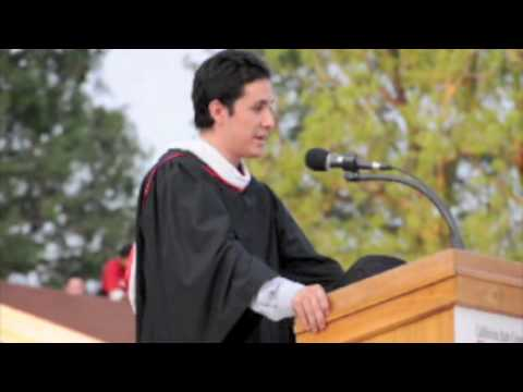Outstanding graduating senior of Spring 2009 gives inspirational speech during Freshman Convocation