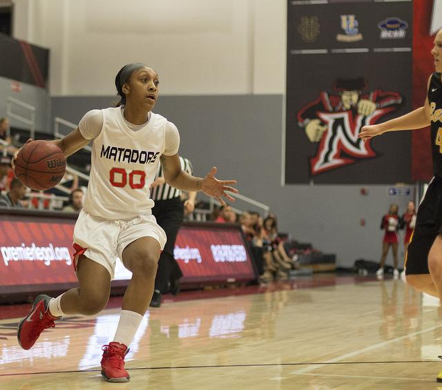 Women%27s+Basketball%3A+Defense+leads+the+way+in+victory+at+CSUF
