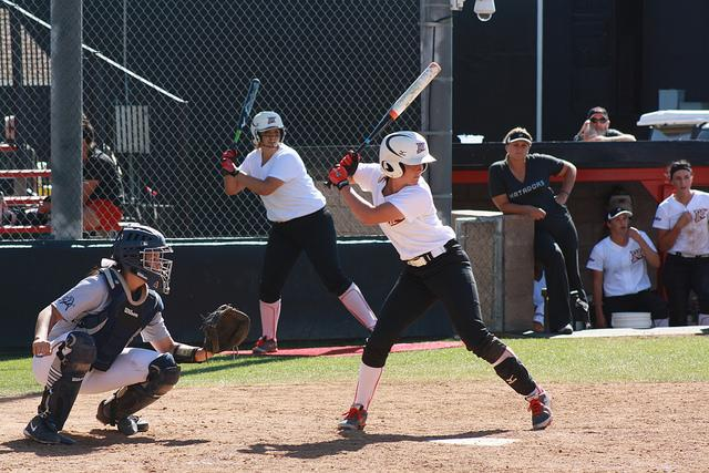 Softball: Matadors sweep doubleheader off consecutive walkoffs