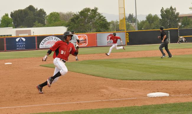 Matadors+outfielder+Ranny+Lowe+races+through+third+base+to+home+plate+to+make+a+run+during+the+game+against+Hawaii.+%28Photo+Credit%3A+Zuying+Chen+%2F+Daily+Sundial%29