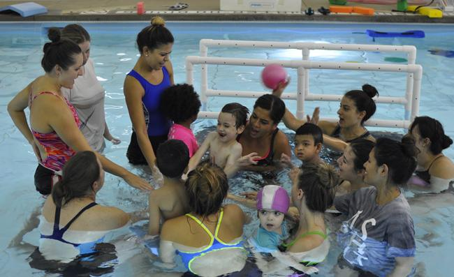 Students%2C+volunteers+and+children+end+the+first+day+of+the+Adaptive+Aquatics+program+with+a+cheer.%0A