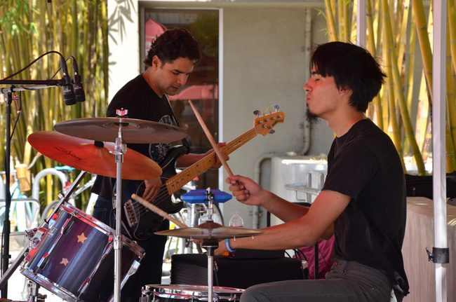 Photos of the Day: Noontime Concert