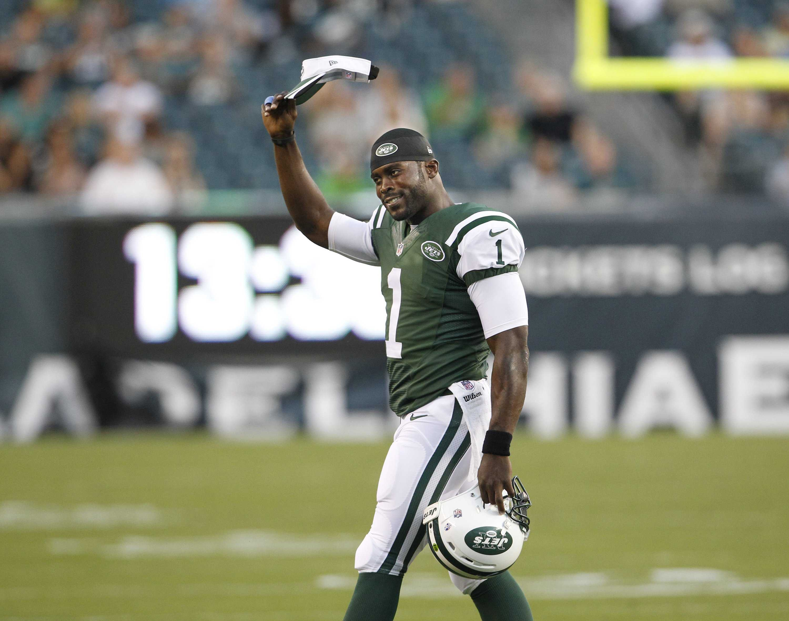 Despite his past mistakes, Vick should be remembered as a hero and the most polarized athlete of his generation. Photo courtesy of Tribune News Services.