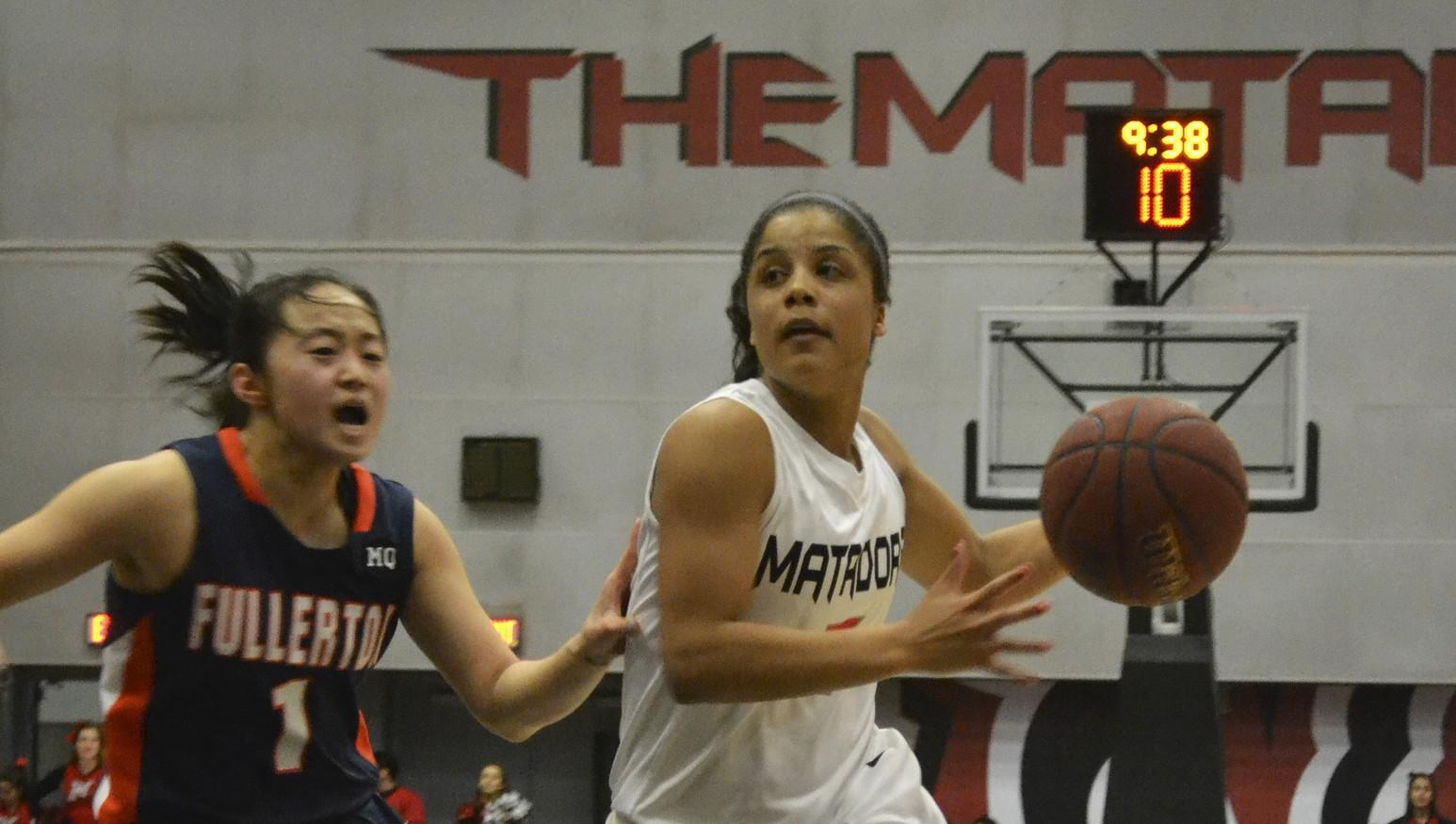 Women's Basketball: CSUN snap 3-game losing streak, conquers Fullerton Titans