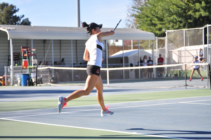 Sophomore+Vivian+Lin+won+straight+sets+in+singles+matches+as+CSUN+beat+Eastern+Michigan+6-1+in+a+non-conference+game.+Photo+credit%3A+Esmeralda+Ramirez