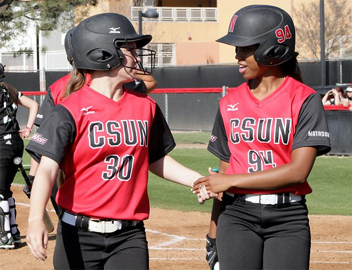 CSUN+softball+lost+both+games+on+Thursday%2C+Mar.+10%2C+2016+due+in+large+part+to+late+defensive+miscues.+%28File+Photo+%2F++Raul+Martinez+%2F+The+Sundial%29