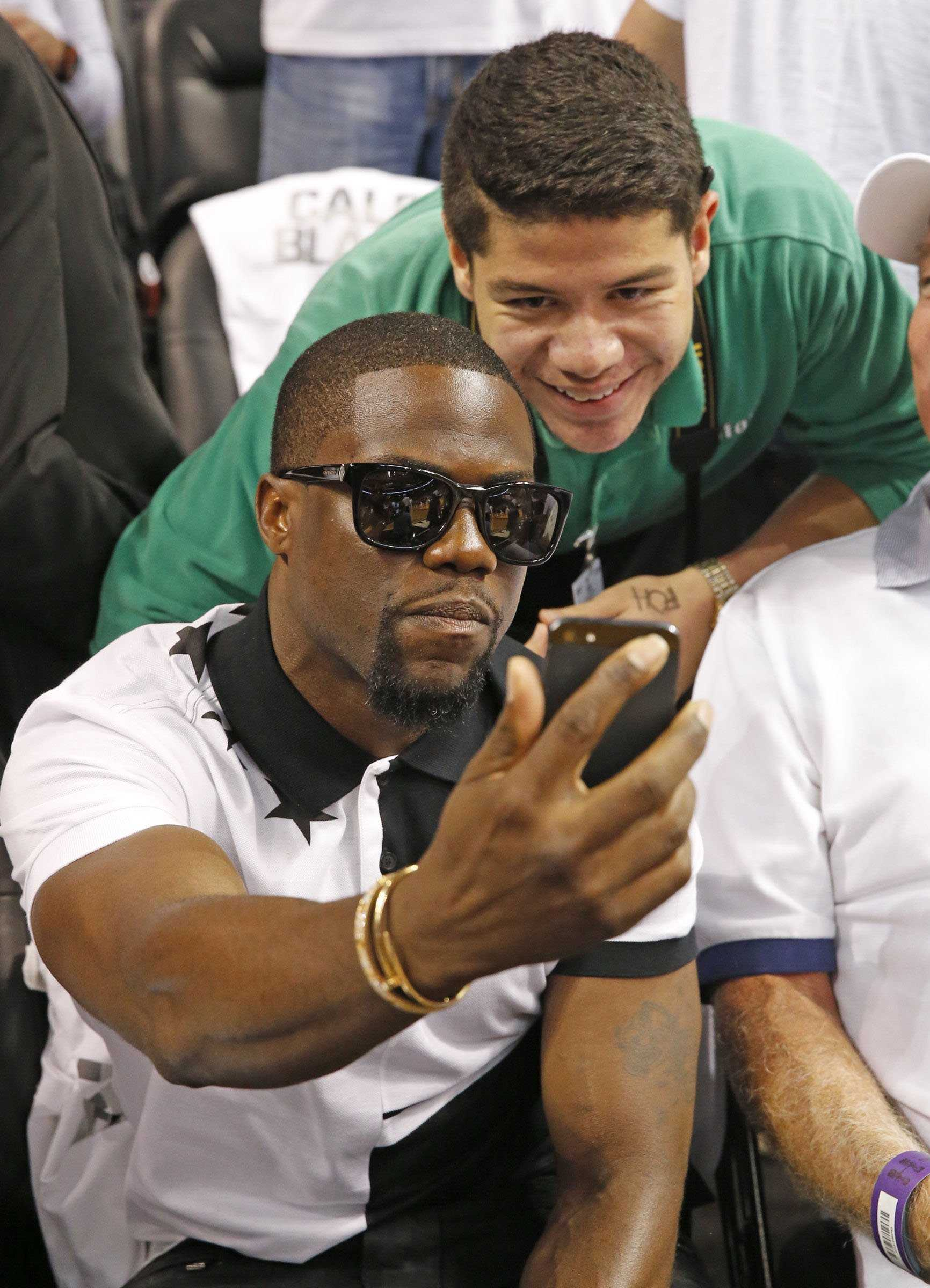 Actor Kevin Hart shoots a selfie with fan during Game 4 as the Indiana Pacers faced the Miami Heat in the NBA Eastern Conference Finals basketball game at the AmericanAirlines Arena in Miami on Monday, May 26, 2014. (Al Diaz/Miami Herald/MCT)