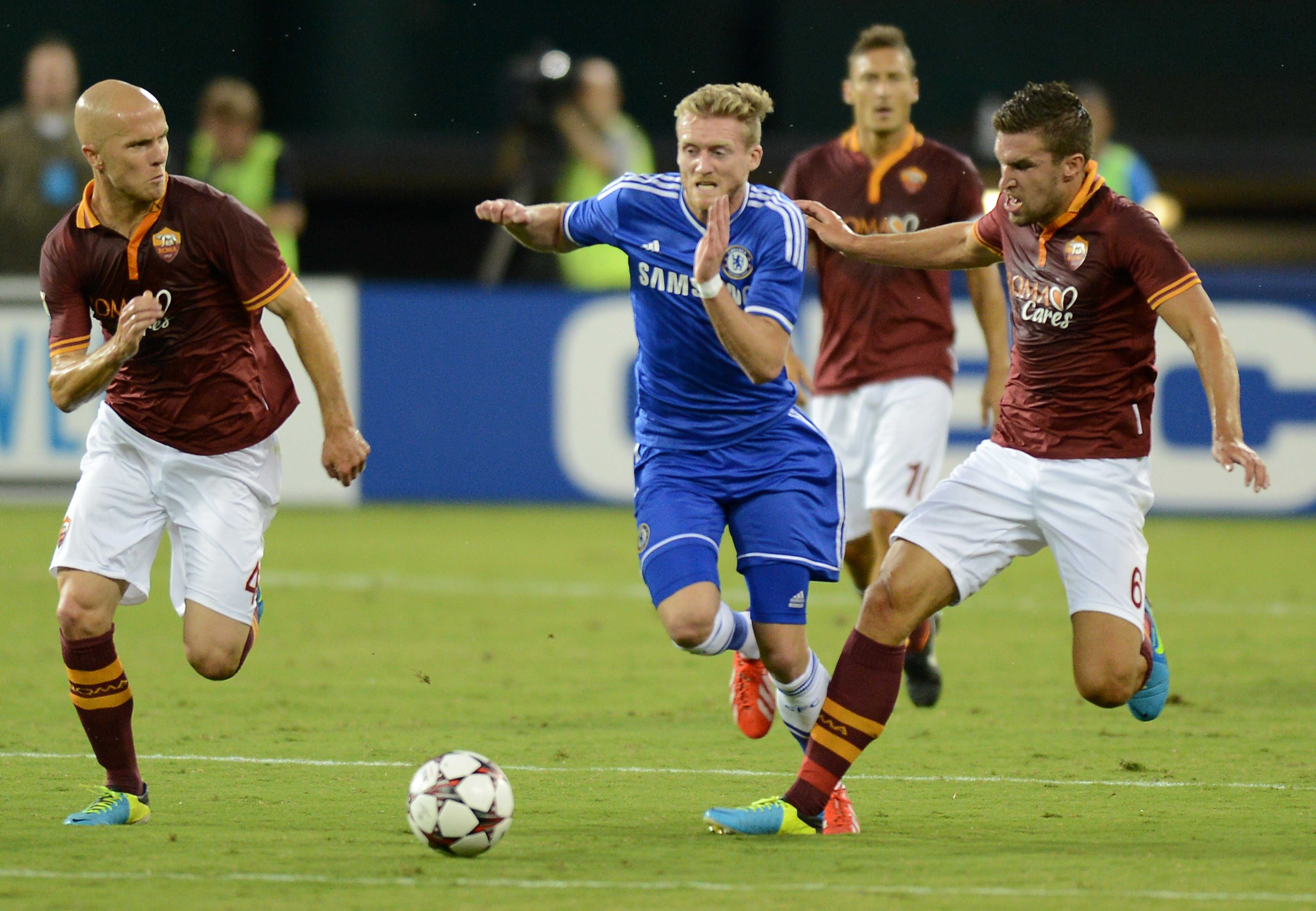 Chelsea FC forward Andre Schurrle, center, breaks between AS Roma midfielder Michael Bradley (4) and AS Roma midfielder Kevin Strootman (6) in the first half of al friendly at RFK Stadium in Washington, D.C., Saturday, August 10, 2013. (Chuck Myers/MCT)