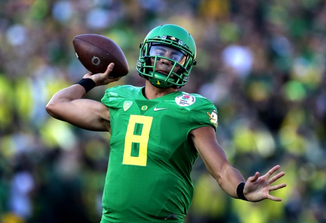 Oregon quarterback Marcus Mariota passes against FSU during second quarter during the Rose Bowl College Football Semifinal game on Thursday, Jan. 1, 2015 in Pasadena, Calif. Oregon led 18-13 at the half. (Joe Burbank/Orlando Sentinel/TNS)