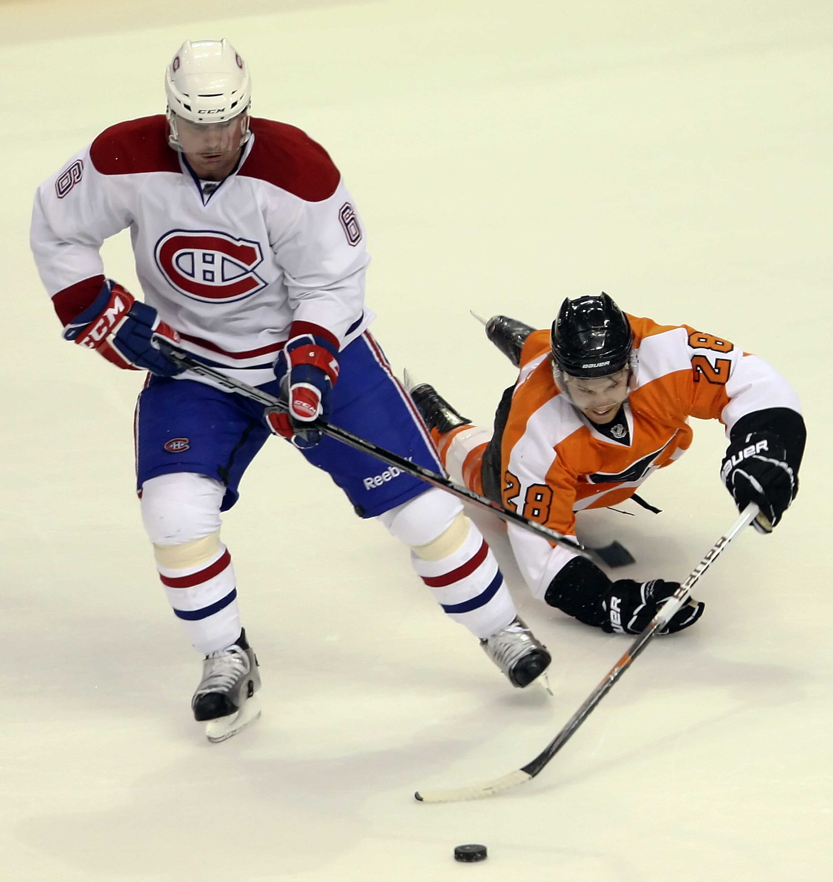 Philadelphia Flyers' Claude Giroux dives past Montreal Canadeins' Jaroslav Spacel for the puck during the second period at the Wells Fargo Center in Philadelphia, Pennsylvania, Monday, November 22, 2010. (Steven M. Falk/Philadelphia Daily News/MCT)