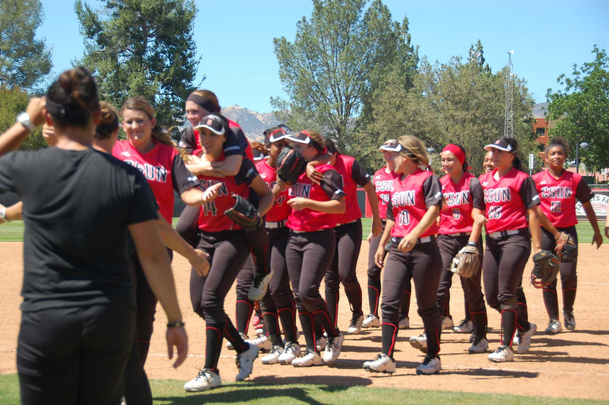 The+CSUN+softball+team+celebrates+after+defeating+the+University+of+Hawai%27i+2-0+in+the+first+game+of+their+doubleheader+on+Saturday%2C+May+2.+Cladellain+David%2FPhoto+Editor