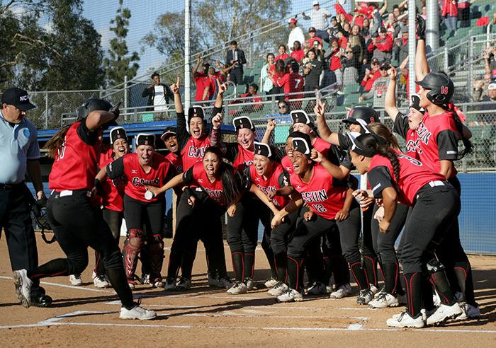 Things+looked+bright+for+the+Matadors+early+on%2C+as+Katie+Hooper+hit+a+home+run+in+the+first+inning+to+ignite+her+teammates.+Photo+Credit%3A+Raul+Martinez