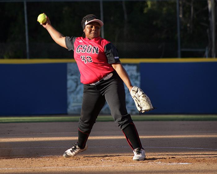 Freshman+pitcher+Zoe+Conley+struggled+for+the+better+part+of+the+2.1+innings+she+pitched.+Photo+Credit%3A+Raul+Martinez