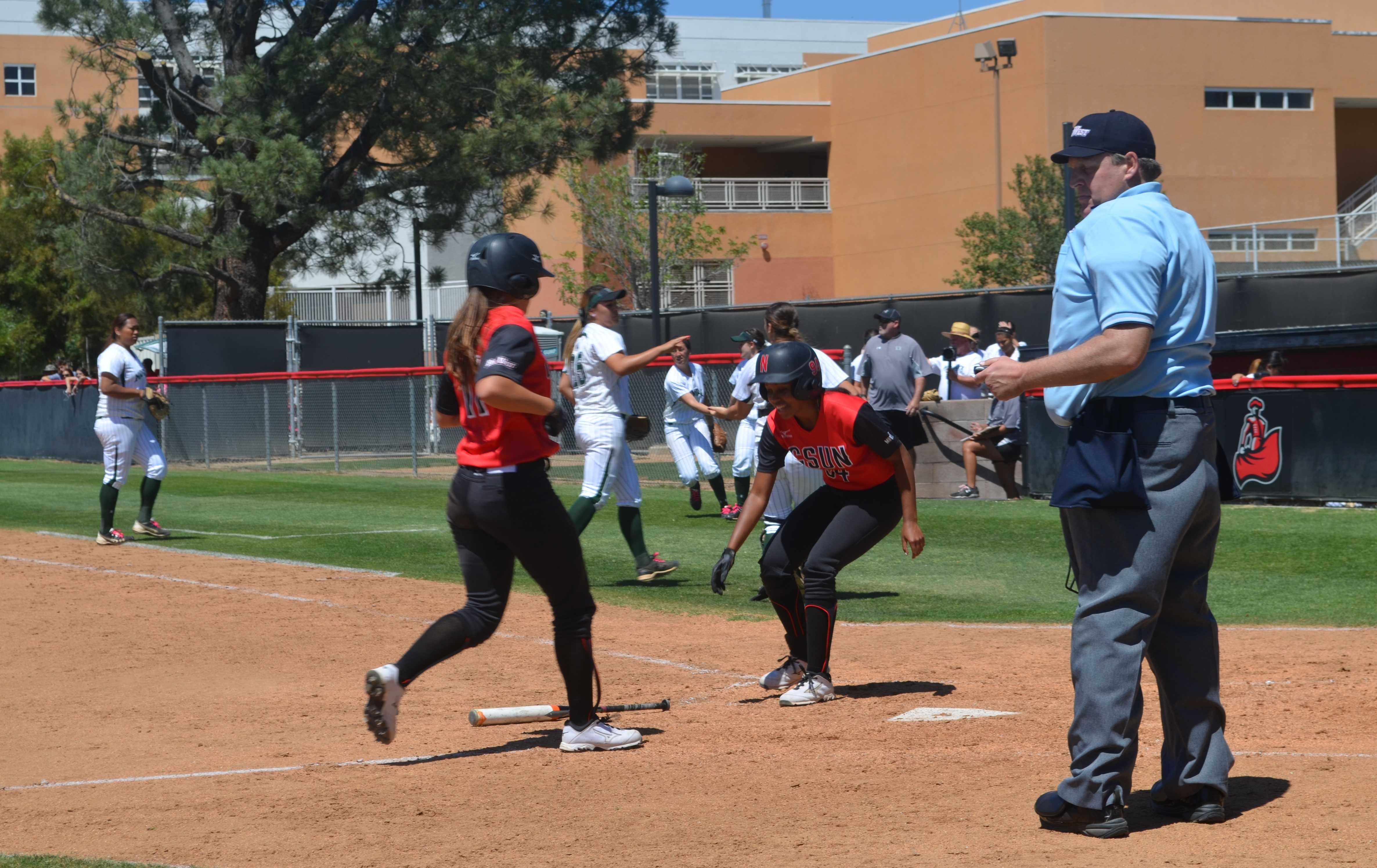 Sophomore+Taylor+Glover+%28right%29+welcomes+sophomore+Katie+Hooper+%28left%29+during+CSUN%27s+softball+game+against+the+University+of+Hawai%27i+on+Saturday%2C+May+2.+Natahlie+Ramirez%2FContributor